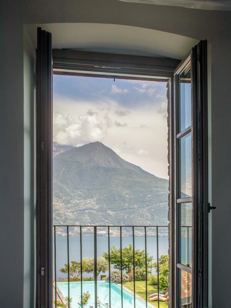 room-superior-balcony-gallery-vert-3